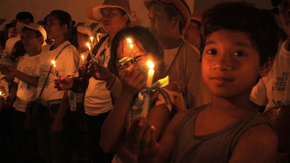 Candlelight vigil in Tacloban, Philippines, 17 Jan 2015 asking Vatican to divest from fossil fuels